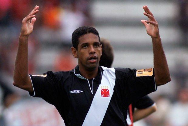 Ex- Zagueiro relembra como livrou Vasco da série B e impediu título do Atlético-PR